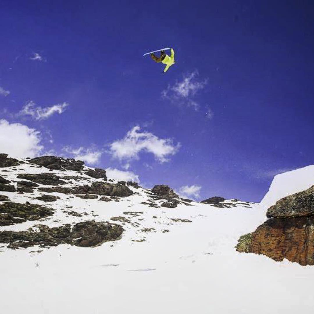 #Repost @natalurdi @andoniepelde #thrivesnowboards #snowboardingaroundtheworld @david_lopez.f @fernando_natalucci  #snowboarding #gap #springriding