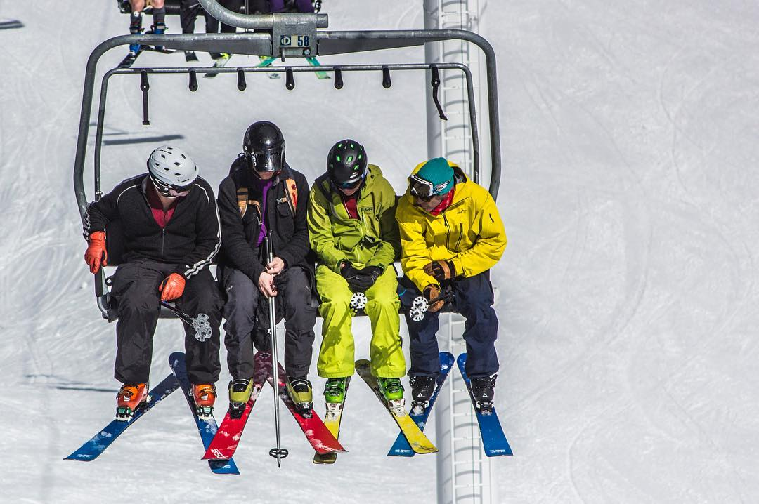 DPS Founder @stephanrdrake (far right), talks tech at DPS Rider's Weekend, which took place April 1-3 at @altaskiarea. Rider's Weekend is our annual gathering to break bread, talk shop, and shred with skiers from around the globe. Stay tuned for more...