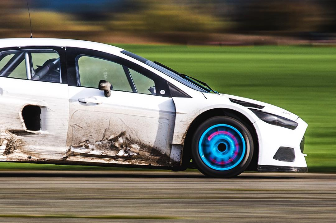 Things got a bit heated on the track today. Braking-related things. Ha. Did some durability testing with the Ford Focus RS RX, it passed with glowing rotors. #hotdiscs #FordRallyX #FocusRSRX