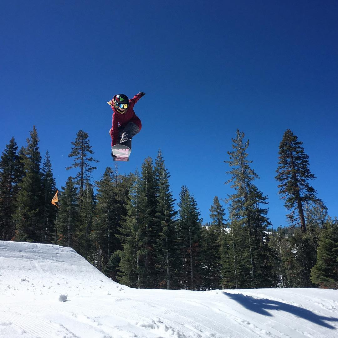 @ppppnut #indygrab #snowboarding @northstarparks #springriding #spt #california #thrivesnowboards #shejumps