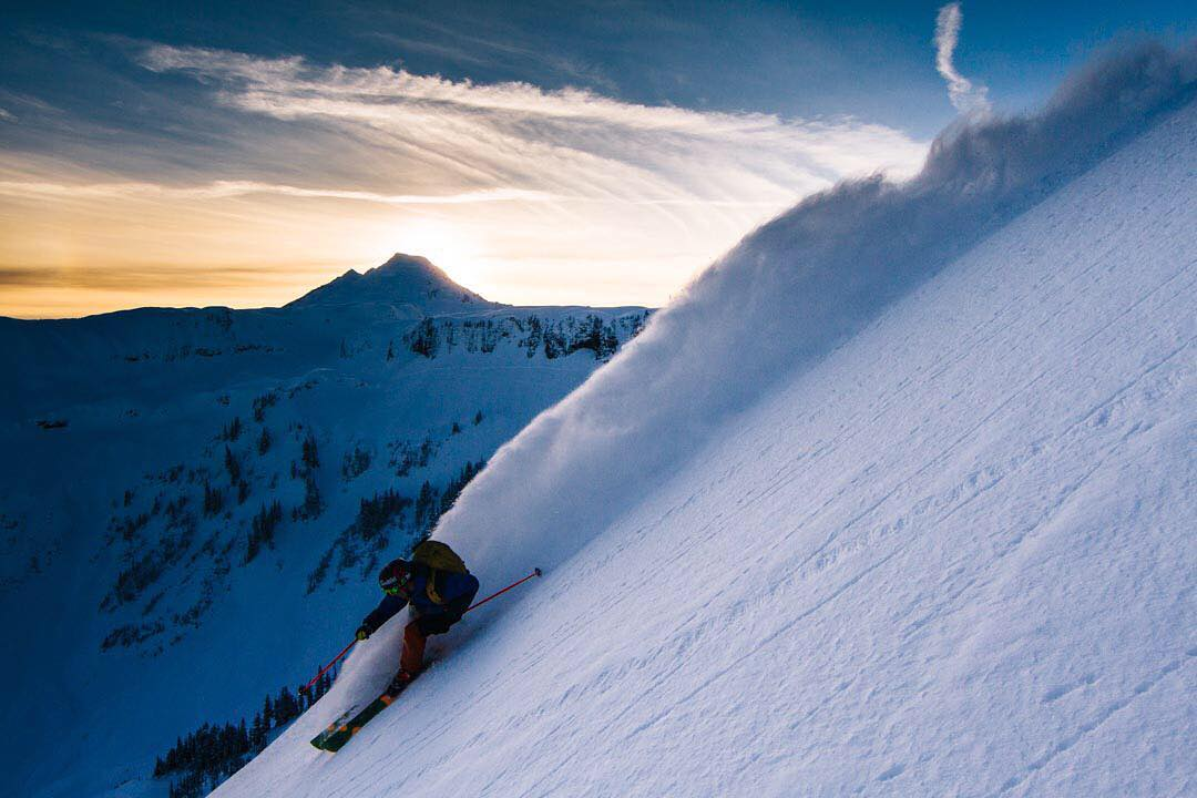 Last light in the North Cascades  Photo: @dylan_hallett