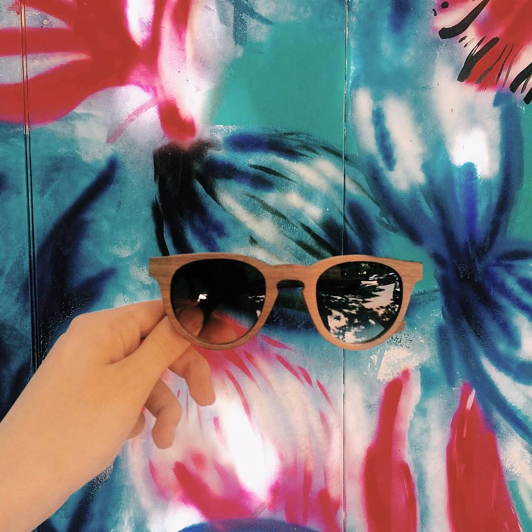 El color se lleva muy bien con el Nogal de nuestras gafas!