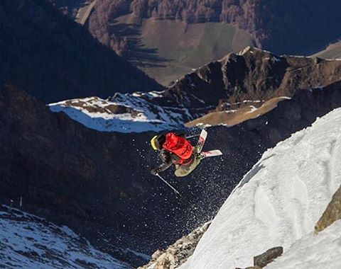@eric_hjorleifson off a natty hip at @hintertuxergletscher #shapingskiing |