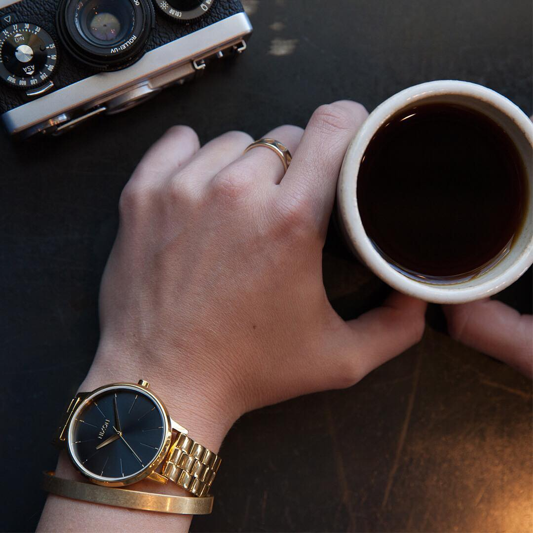 An updated take on an heirloom style, the #Kensington in black and sunray features a clean look that's suitable for any setting. #Nixon #WasteNoTime