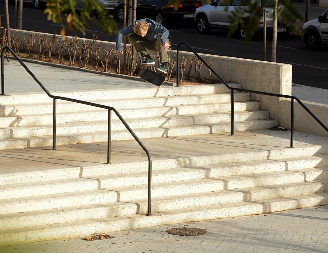 @madarsapse catching a stylish kickflip down a lengthy double set. Photo: @gastonfrancisco #MadarsApse #DCShoes