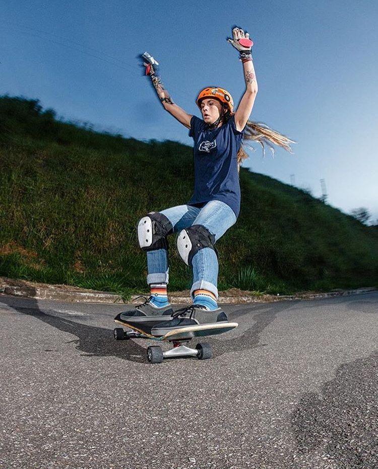 LGC Brazilian rider @__jesssouza  getting some ⚡️ @jaypeesb photo  #longboardgirlscrew #womensupportingwomen #skatelikeagirl #lgcbrazil #saopaulo #jesssouza #longboard
