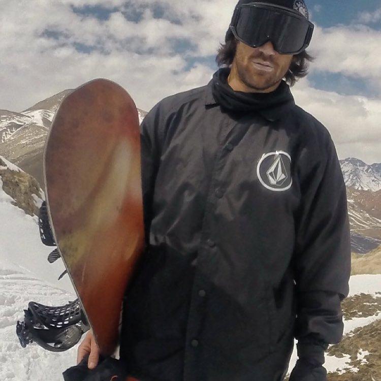 Parte de el #stonearmy @jeffersonket por más montañas que conquistar ! #volcomsnowboarding #truetothis