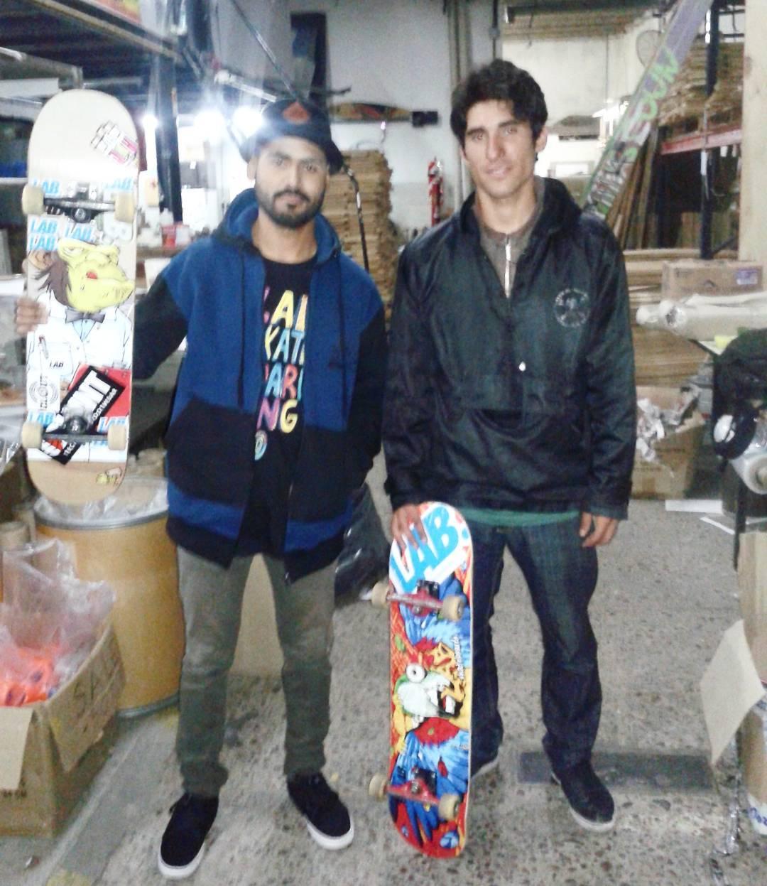 Jandro Diaz + Ivan Jofre visitando @labskateboarding  #lab #jandro #jofre #skate