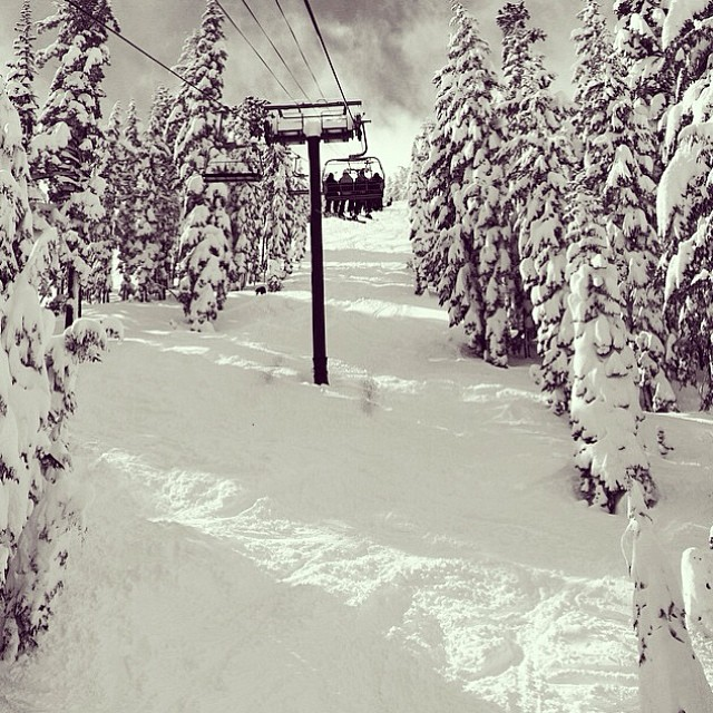 It's @goodpeoplelife #GoodPeople #Friday #GoBigDoGood at the #mountainlifeco #mountainlife @denstar hanging from his #chairlift at #Kirkwood #Mountain #shredding some #pow #snowboarding #skiing #downhill #boardlife #skilife #adventure #alpine #getlost...