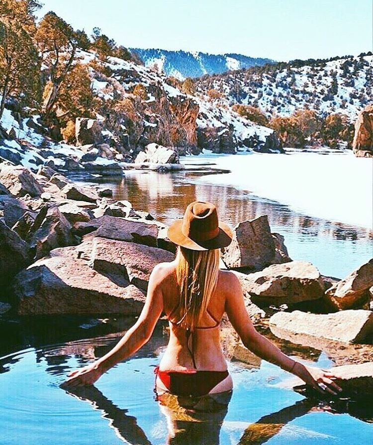 Reflecting… || in the mountains with #miolambassador @meredithdrangin in our Supercheeky Bottoms & X-Back Top || PC: @bombturtles #getoutthere #miolainthemountians #mountaingirl #hotsprings