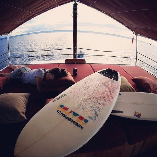 Sometimes you just passed da f@&k out with your two boyfriends in the back of a boat #3some #surftrip #surfboardsdontsnore #whathappensinindostaysinindo @shapesbyjg @hnlbeerworks