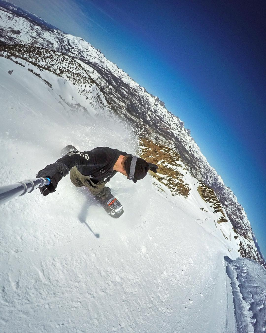 @spencerwhiting getting his spring turns in at @mammothmountain. GoPro HERO4 | GoPole Reach @themayhemprojects #gopro #gopole #gopolereach #snowboarding #mammothmountain