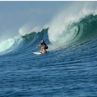 Bienvenida @lucia_cosoleto al #teamperky seguí sus recorridos y torneos  #surf #wsl #surfing #girl #extreme #indonesia #waves