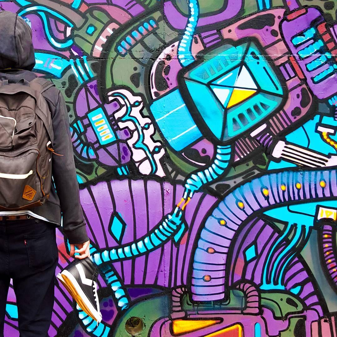 •Piper• ⚡  #streetart #sneakerholics #sneakers #sneakerhead #sneakerfreaker #kickstagram  #shoestagram #lifestyle