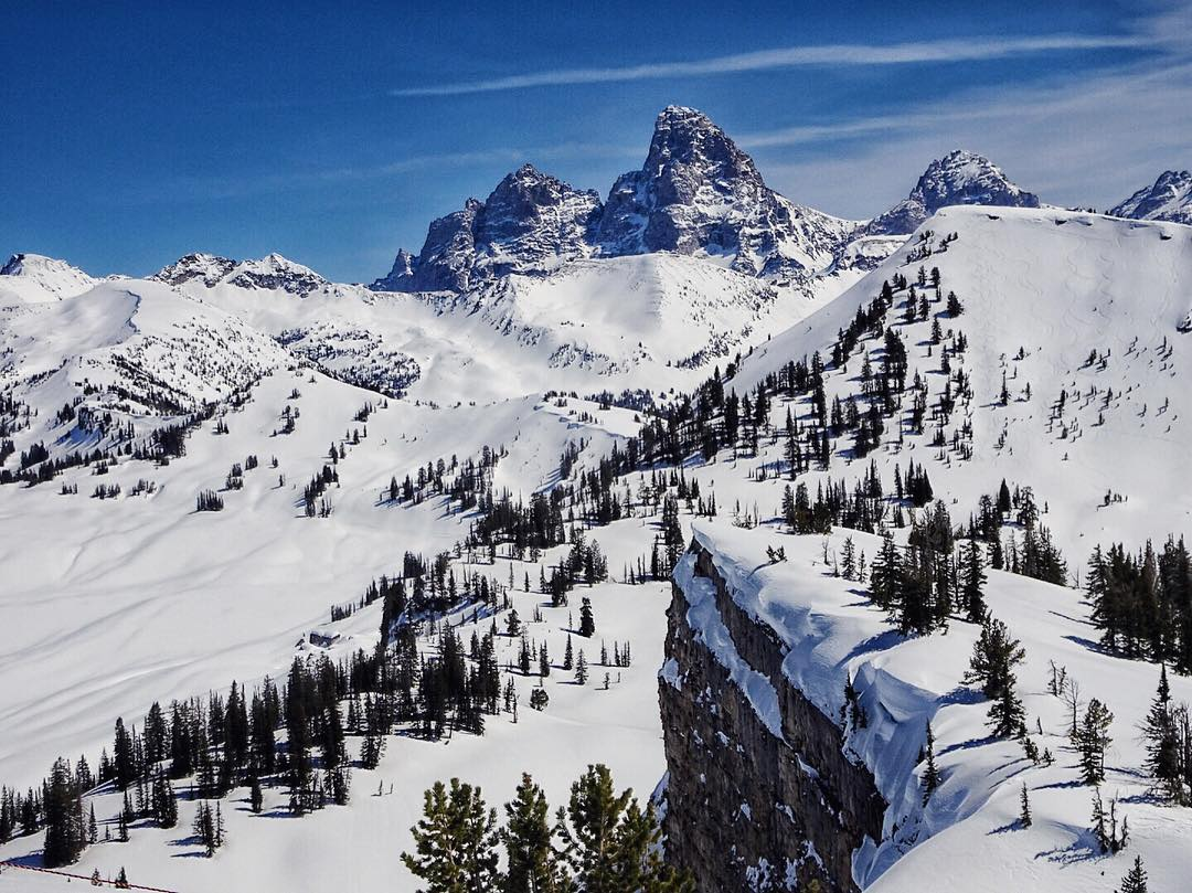 The #Tetons doing their thing. I love my backyard. #avalon7 #followthestoke #snowboarding www.avalon7.co