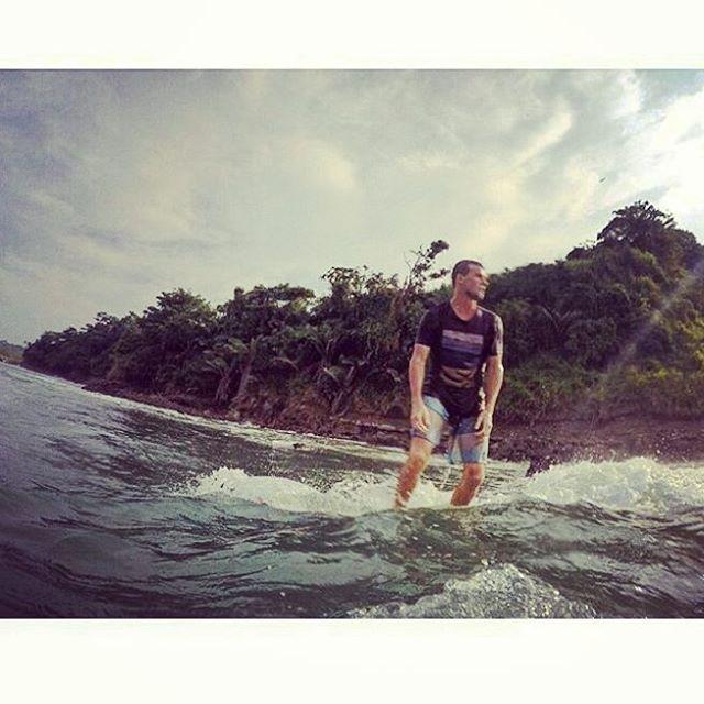 @marcosaliaga de paseo por #mompiche junto a @hitthewavee !! #maetuanis #surf #surfing #ecuador