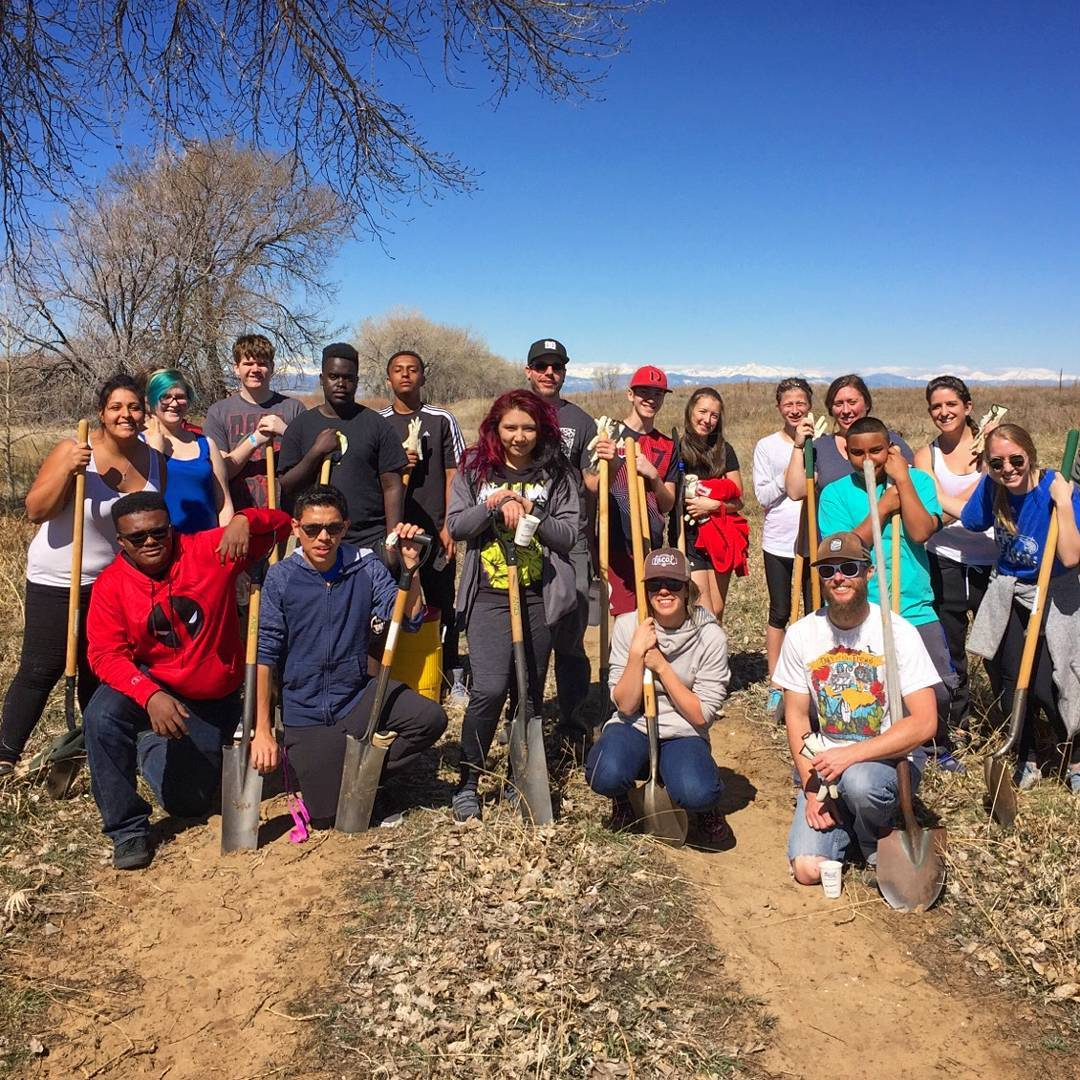 The invasive species at the #RockyMountain Arsenal National #Wildlife Refuge don't stand a chance! @sosoutreach #Denver youth continued their #service projects at the Refuge and #PacoSanchez park this #weekend. Thanks for keeping our communities clean...