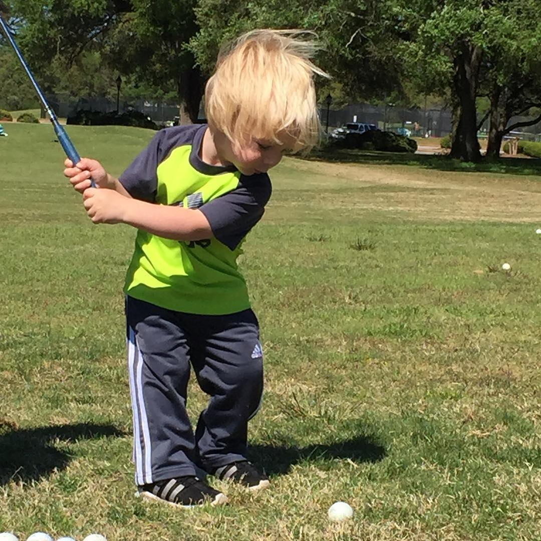 Sevi hitting some balls on Masters Sunday! #masters #masterssunday #themasters #sevi #golf #bekind #pakems #sundayfunday