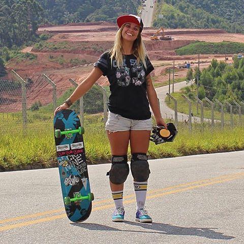 Ela é linda, cheia de energia e tem o skate no pé. @reineoliveira é a nossa grande aniversariante do dia! Em sua trajetória no skate downhill, ela já acumulou alguns títulos, é figura presente em vários eventos pelo Brasil e até foi eleita uma das sete...