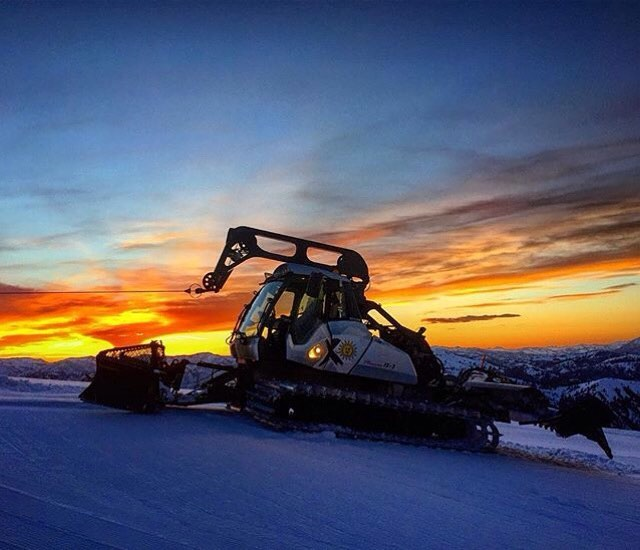 A HUGE thank you to all the groomers that make our mountain rip all winter!!