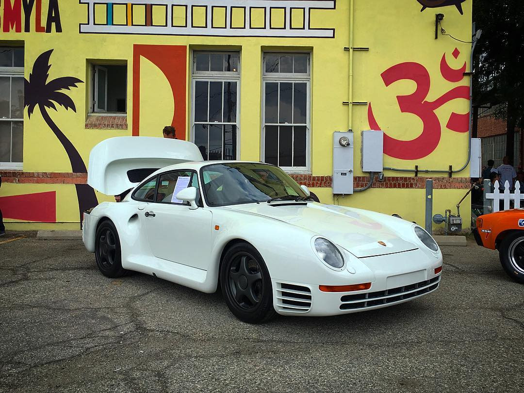We don't always post photos of parked cars, but when we do its @jerryseinfeld's #porsche959. #luftgekühlt