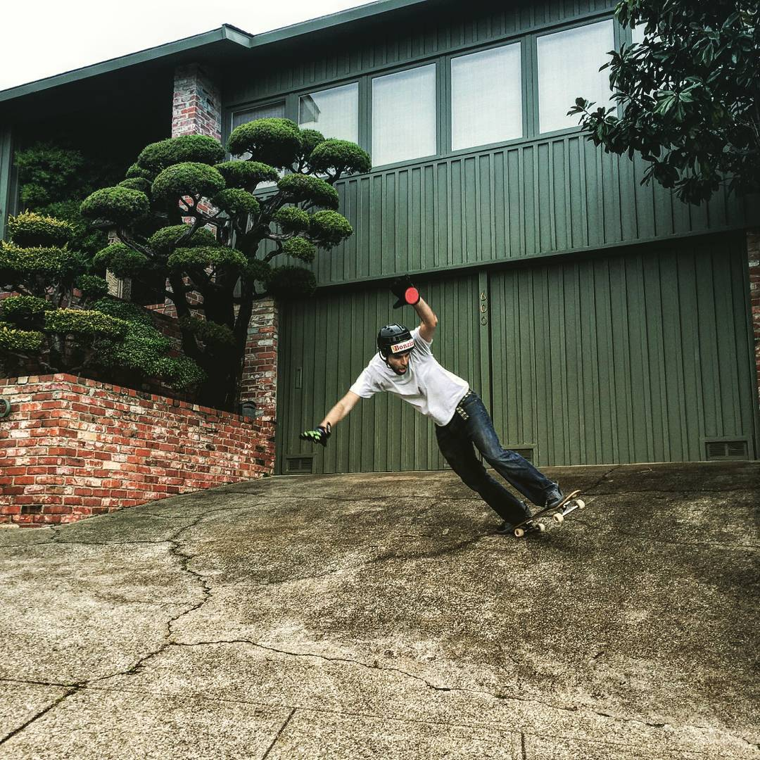 Team rider Dead Fred--@d34dfr3d is back in California slashing driveways in the new hood... Oakland!