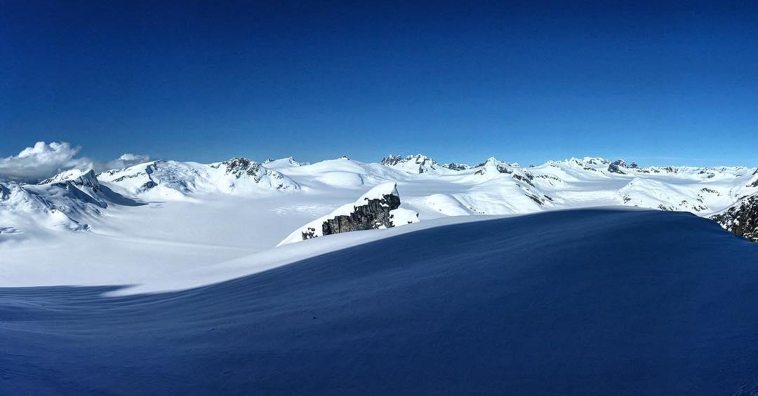 #themondays #explore #dreamingofalaska #travel #springinalaska #ride #snowboarding #thrivesnowboards