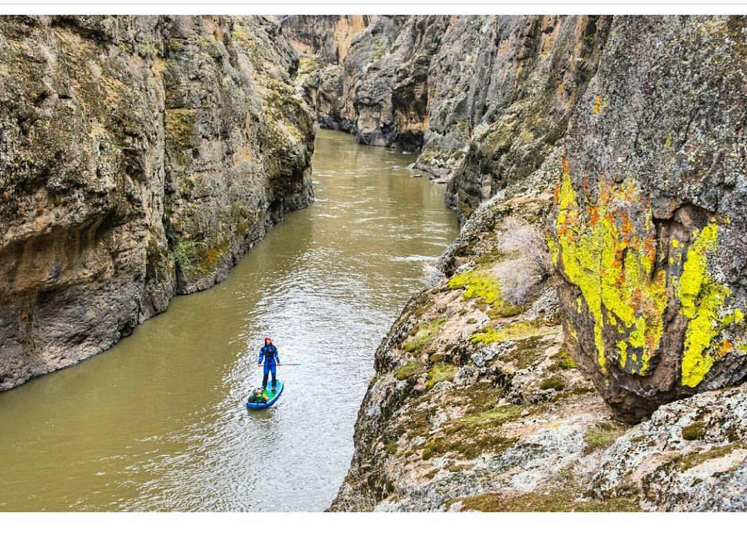 @torreypiatt paddling deep into the wildernesses of the Owyhee River.  Photo: @suppaul_pics  Board: #HalaHoss  #halagear #adventuredesigned #paddlewithfriends #isup #inflatable #standuppaddle #paddleboarding #suplifestyle #adventurers #sup #supthemag...