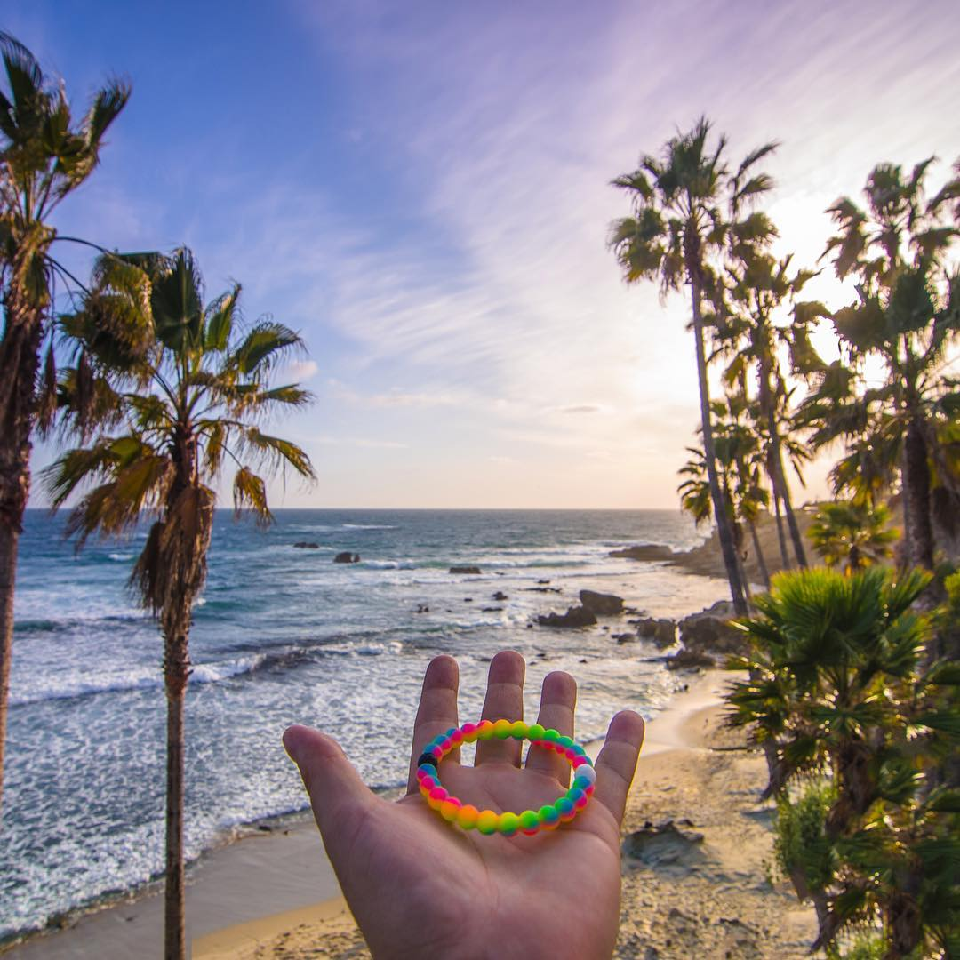You have the power in your palms to make an impact today! @makeawishamerica #neonwish #livelokai  Thanks @davie8thebaby