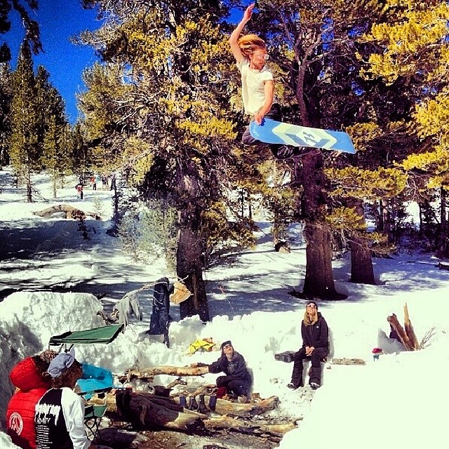 @armeenalexander and friends enjoying the last snows of the season || #nectarshades #thesweetlife #doepicshit