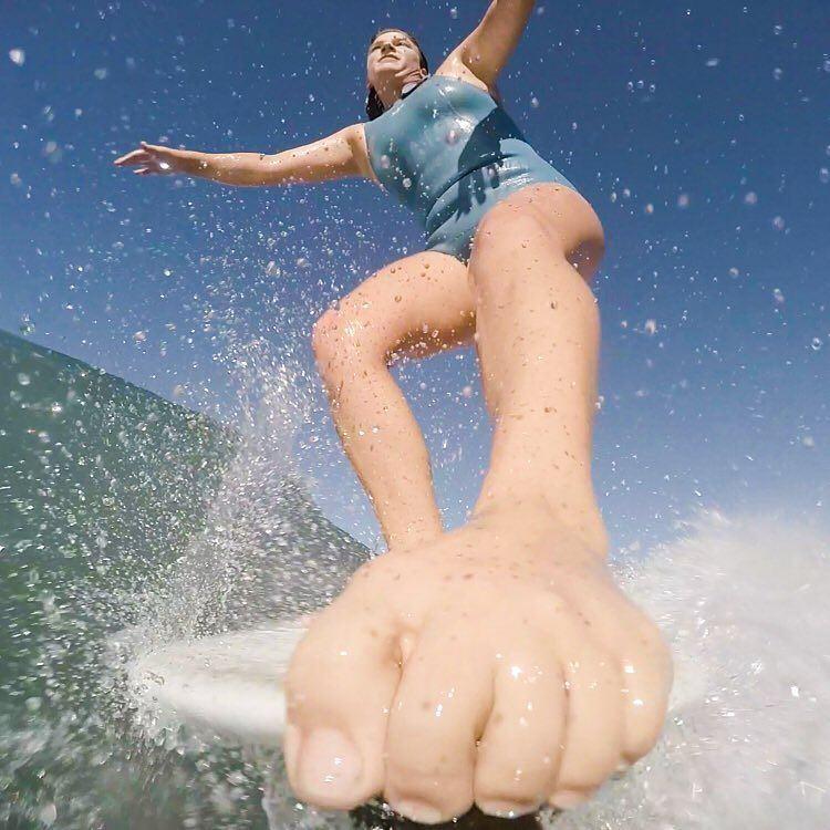 #AkelaSurf Rider @kaitlin_maguire @nosebone.surf #perfectshot #noserider