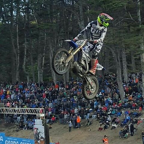 @ezequielfanello en  @mxargentina.  #motocross #mxgp #mxgpargentina #yamaha #mxargentina #jump #flacofanello #fanello #quevescuandomeves #whosthere #marcosgasparri #foxheadargentina