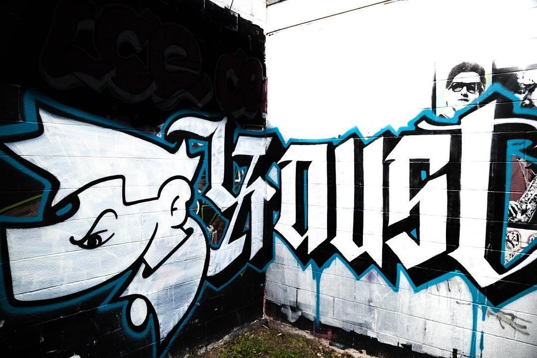 @ninjagraffiti & @contratodos_ • • #atx #austintx #texas #graffiti #grafite #tx