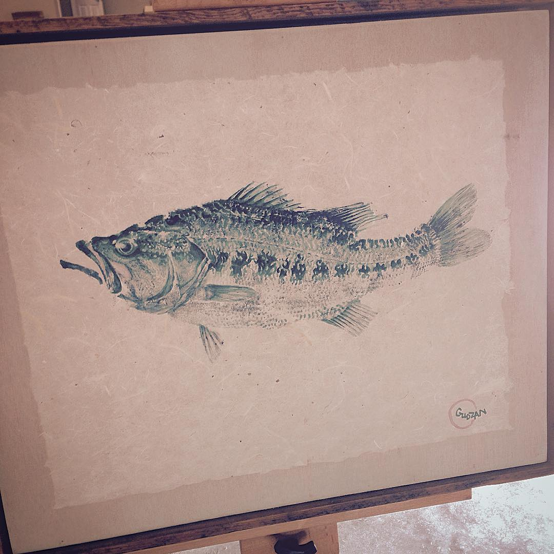Pretty gray around here today, so figured why not stick w/ that theme? Monotone #fishprint painting of a FL strain #largemouth... #gyotaku #kayakfishing #fishart #paddleout