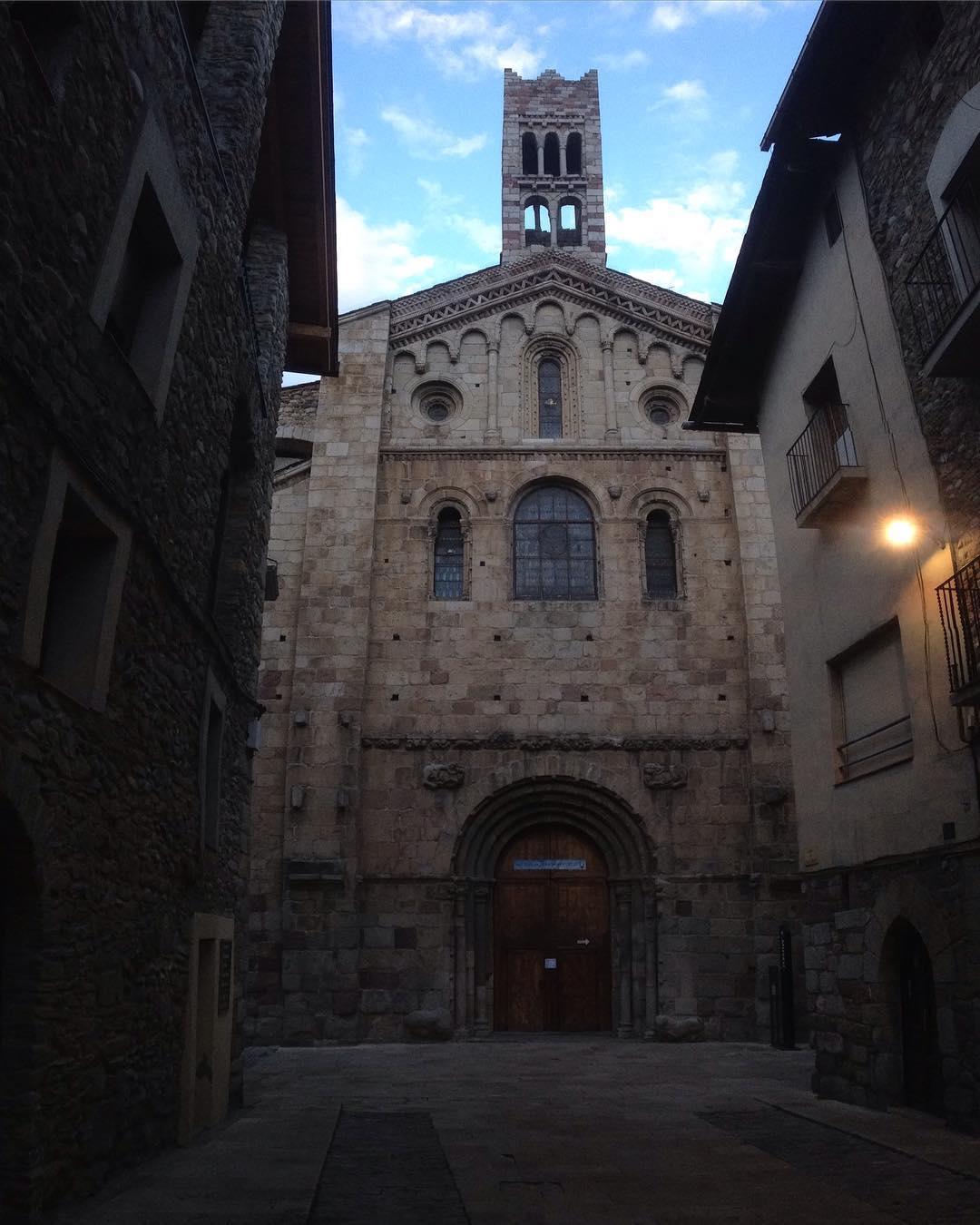 Paseando por Catalunia  Catedral comenzada 1110d.c.