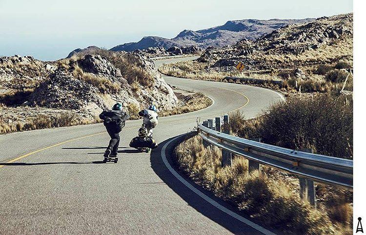 El camino se hizo para compartirlo... Santi Obermeller y amigos en la Cima #SanLuis. #andarxandar #Argentina #Downhill
