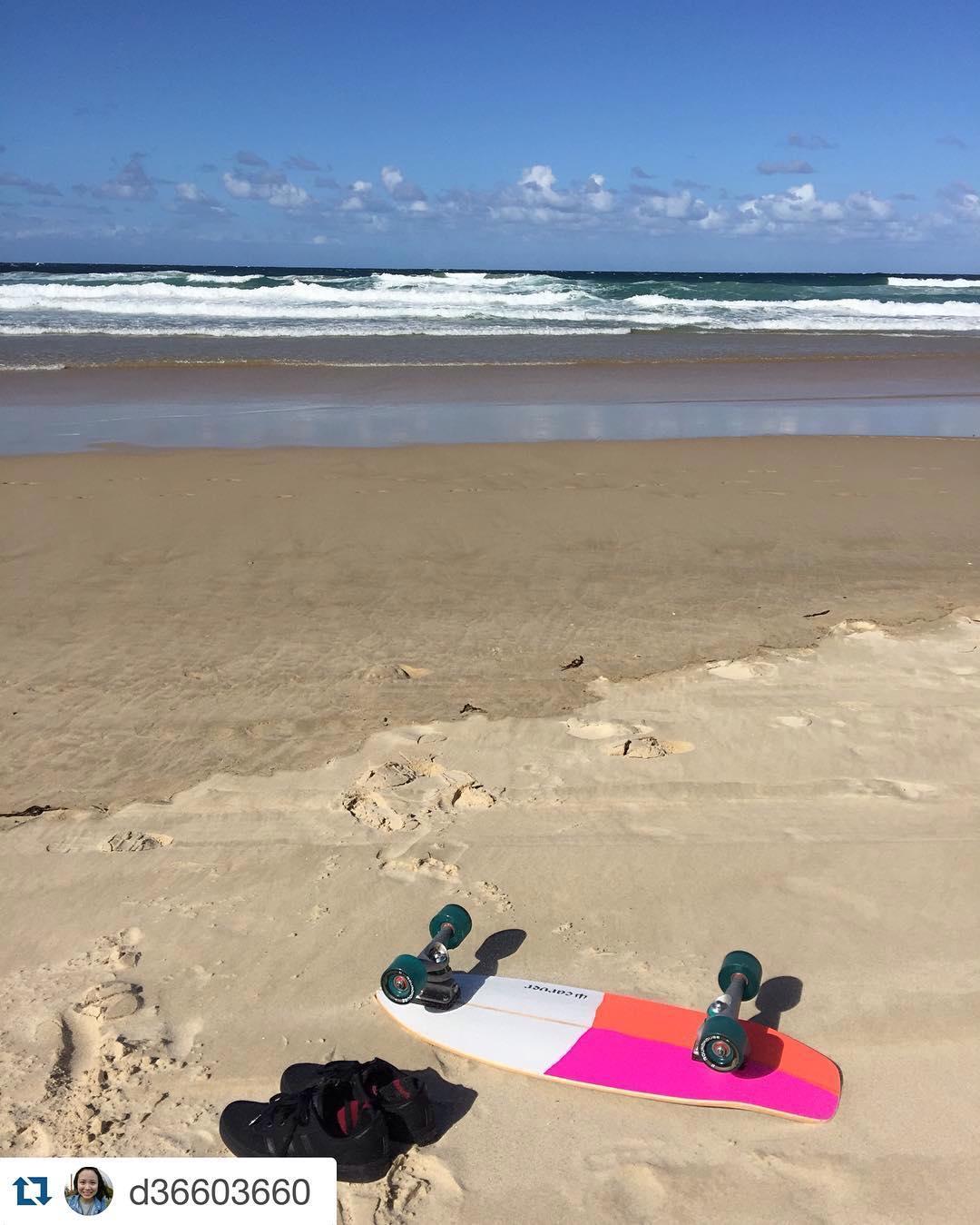 Surf check #Repost @d36603660 with @repostapp. ・・・ 好美的海跟好美的板子,又買了一塊板來跌倒。怎麼都跌不怕#carver