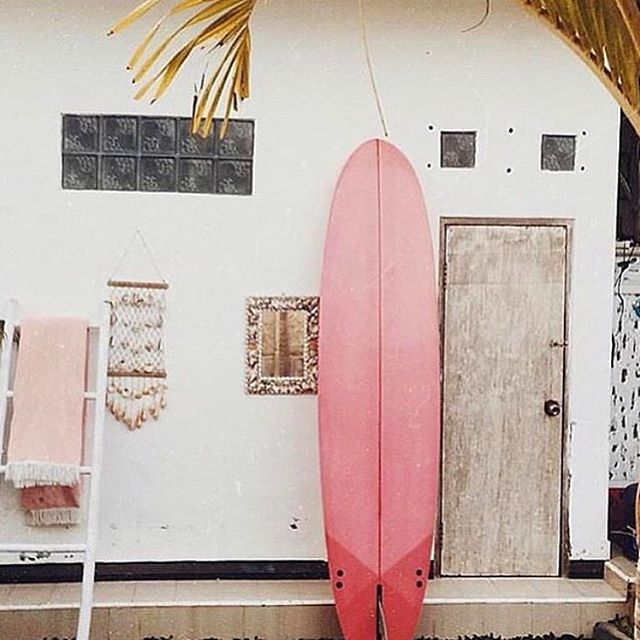 I want to live here. Yes I do. And I'm not afraid to rock a pink surfboard either, so there.  #inspo #design #surfshack #love #girlswhorip #surfergirl