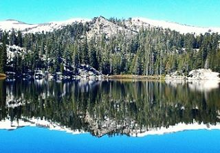 Friday ReFlection. Round Lake in Desolation. #fridayreflection #lakes #tahoe #tahoesnaps #hiking #desolation #renotahoe #getoutside #graniterocx #outdoorsrocx