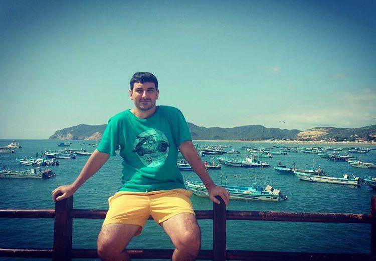 Amigos MAE x el mundo! @chico.ga en #puertolopez #maetuanis #surf #surfing #ecuador