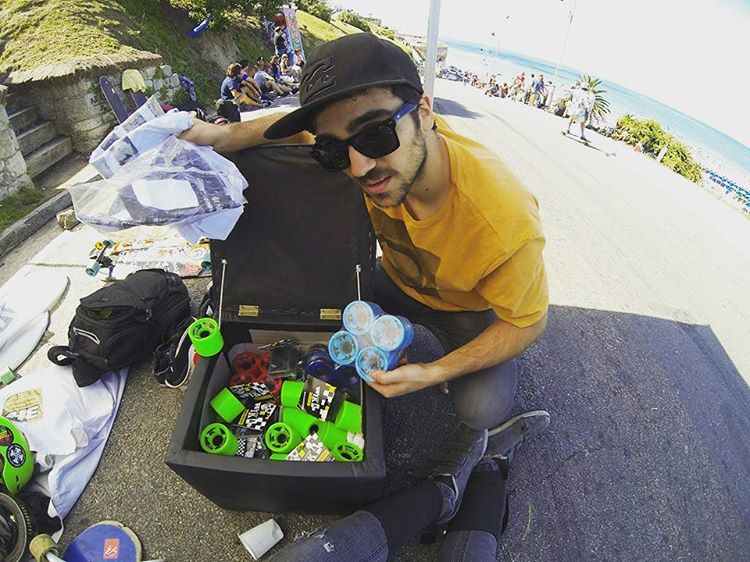Wika Wheels para todos... #ThroughBack, Slide Jam Flori Point en Mar del Plata  Agustin Traverso preparando su set-up. #andarxandar