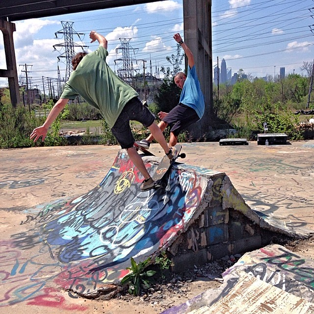 Quickie Sunday sesh before printing // doubling with homie @zaccpollitt who just got back from Costa Rica! // PROMO CODE: stz20 for 20% off // #stzlife #sundaysesh #noda #charlotte #professionaloutsider #happyshredding #tastefulfun photo cred: @stz_todd