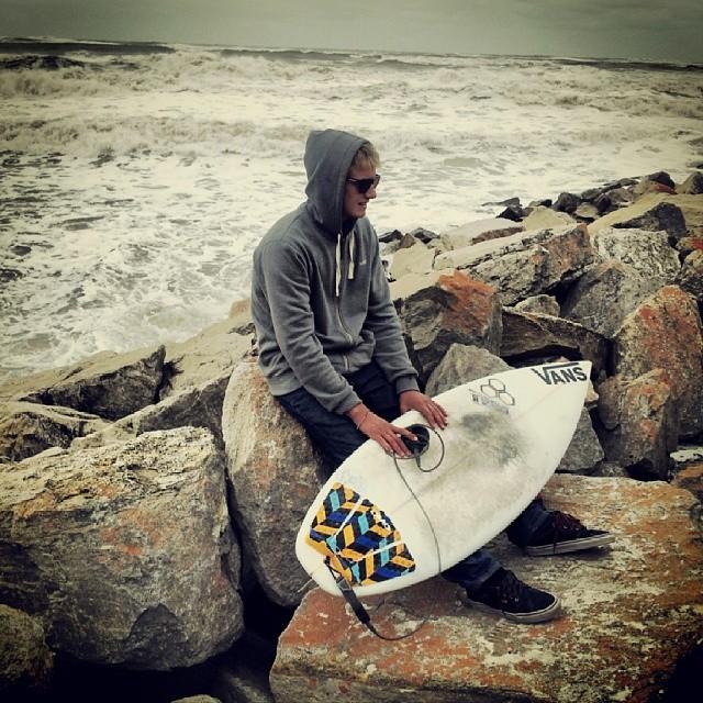 Chequeando el #mar con @julianiturralde y charlando sobre el #surfthechecklist by #Vans que se corre mañana. #surf #surfing