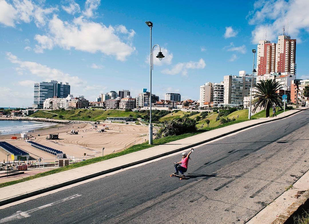 Hola from Argentina! @longboardgirlscrewarg rider Manuela Bayugar shot by @noelia_otegui in their city, Mar del Plata! So much yes to this.  #longboardgirlscrew #womensupportingwomen #skatelikeagirl #lgcargentina #mardelplata  #manuelabayugar...