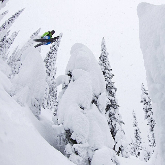 Navigating the pillow forest, @pierssolomon hops and soars through the #powder. #dpsskis #powtime.