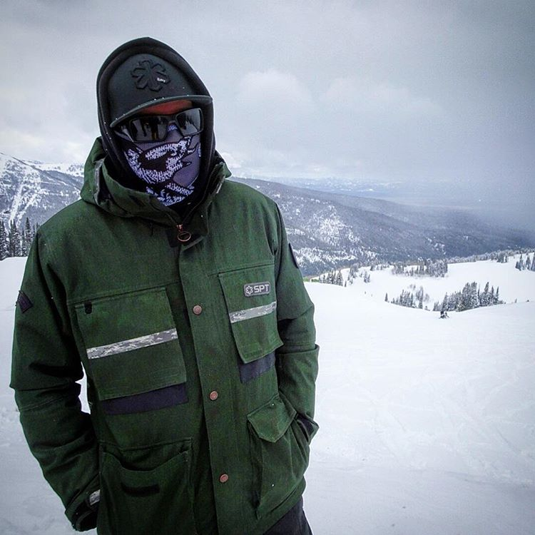 Mike B from @snowparktech braving the spring storms at @grandtargheeresort rocking one of our new Kearney Bros Renegade series Mesh Faceshields. #avalon7 #liveactivated #snowboarding #breathable #facemasks www.a-7.co
