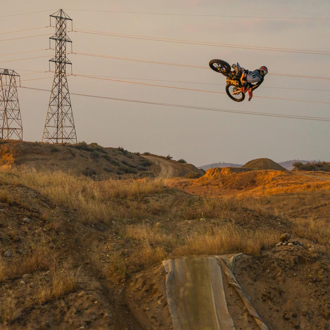 @skrany235 getting the shots last week! Ready for some more @kernside_moto with @tomparsons930 and @skrany235 #freeride #moto #dirtbikes #shred #whip #bakersfield #bakohills