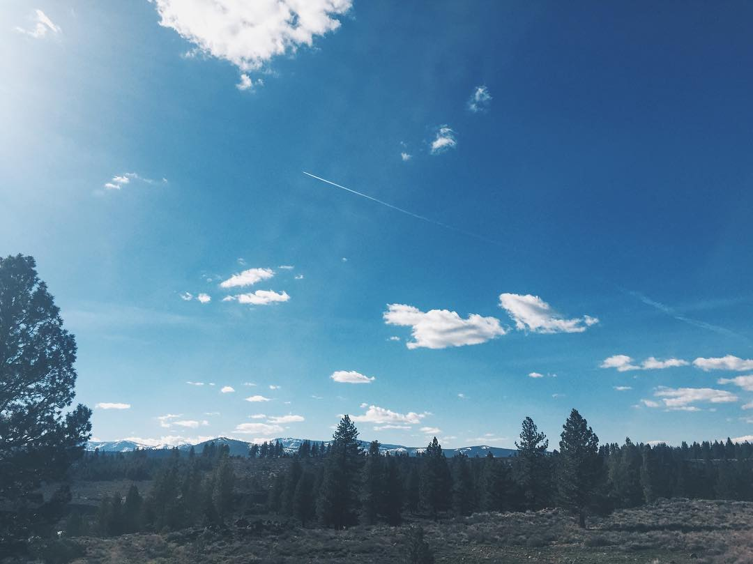 Morning, lovelies! @missruthanne here, for day two of #CA89ambassador takeover! The skies are blue and I'm over at @townchurchtruckee this morning! How will you be enjoying the sunshine?! Xoxo!
