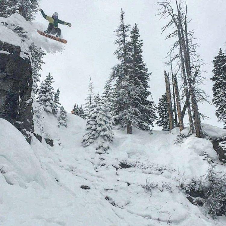 @kmunkelo #snowboarding #cliffdrop #sendingit #colorado #renegade #thrivesnowboards #thriveharder