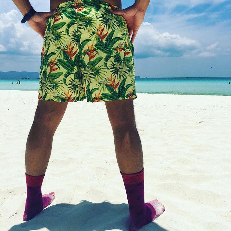 Cuando se tiene personalidad no hay necesidad de respetar las normas basicas de la moda... #metiendopanza con #mediascononda @tiendasuarez